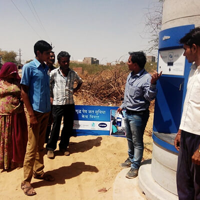 volunteer-educating-people-regarding-water-atm