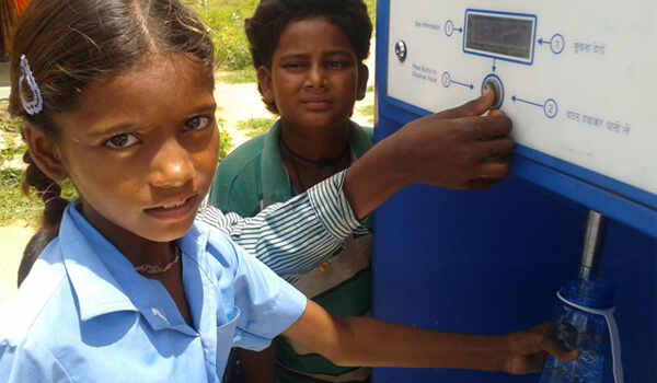 child-filling-water-from-savajal-atm